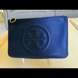 TORY BURCH PERRY BOMBE BLUE WRISTLET CLUTCH BAG